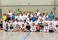 Foto: Teinehmer des Kinder-Karate-Adventstrainings 2016 in Montabaur